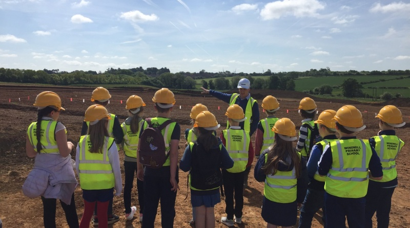 Windmill Primary School Explore 'The Henge'